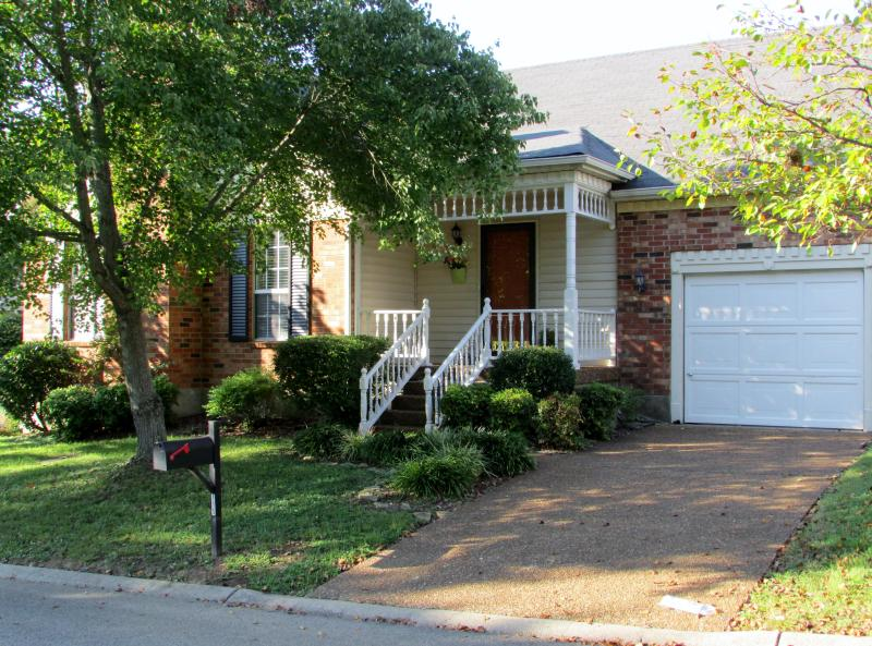 Quiet peaceful neighborhood... - Very Lovely 3 Bedroom Home Minutes to Nashvil - Nashville - rentals
