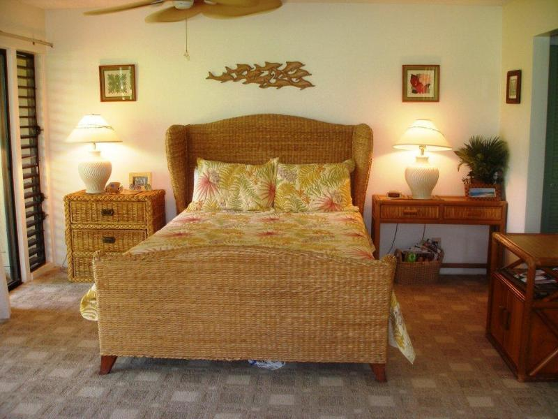 Master Bedroom - Large 2 bedroom ground floor condo - private lanai - Maunaloa - rentals