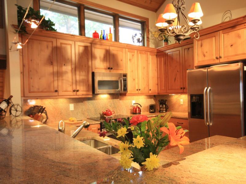 Kitchen - Ski in ski out at an Unbeatable Price - Beaver Creek - rentals