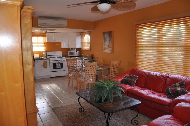 lIVING ROOM WITH LEATHER SOFA BED - ABSOLUTELY THE BEST FOR LESS... IDEAL LOCATION - Palm/Eagle Beach - rentals