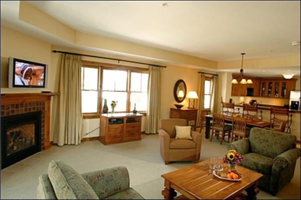 Spacious Living Room Features a Sleeper Sofa, Gas Fireplace, and Flat-Screen TV (Representative Unit) - Beautiful Lodge at Mountaineer Square Suite - Great Year-Round Getaway (1188) - Crested Butte - rentals
