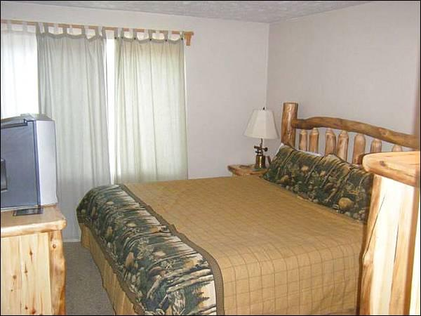 King Bed in the Master Bedroom - Comfortable, Centrally Located Condo - Lovely Mountain Views (1246) - Crested Butte - rentals