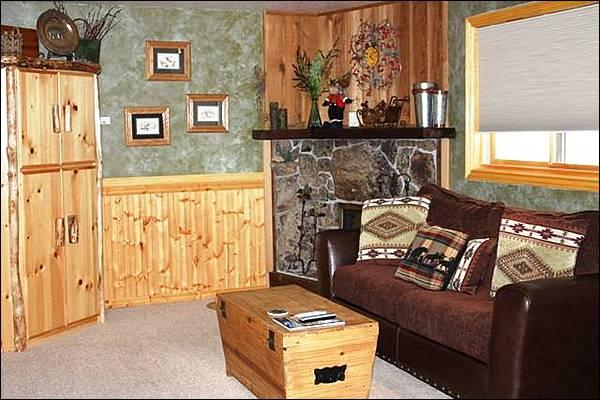 Beautiful Furnishings and Finishes in the Living Room - Stone & Timber Finishes - Wonderful On-Site Amenities (1327) - Crested Butte - rentals