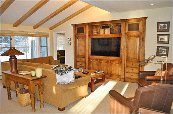 Family Room Includes a 46-Inch Flat-Screen TV - Classic Comfort, Modern Amenities - At the Base of Proctor Mountain (1156) - Ketchum - rentals