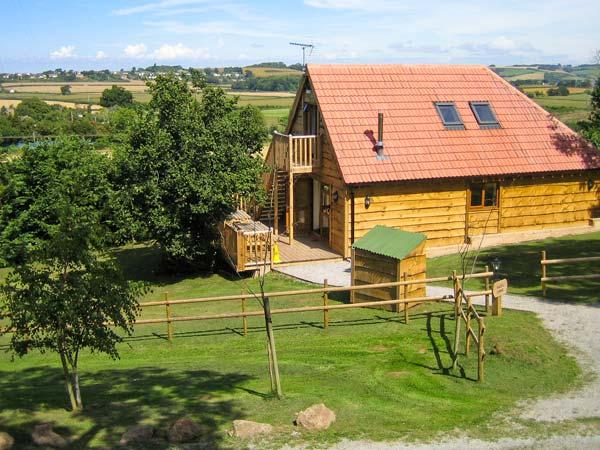 HAZEL LODGE, woodburner, hot tub, wet rooms, barn conversion, in Washford, Ref. 16587 - Image 1 - Washford - rentals