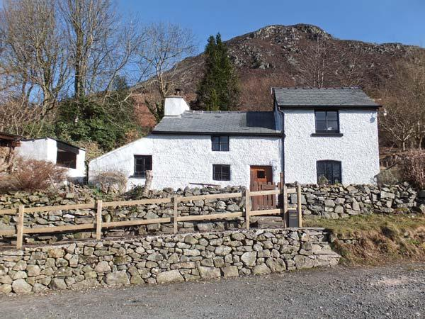 BRYN HYFRYD, pet-friendly cottage, solid-fuel stove, close walking and biking in Llangynog Ref 22326 - Image 1 - Llangynog - rentals