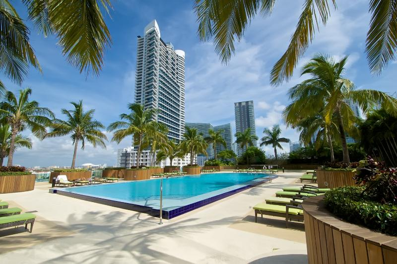 Gorgeous outdoor pool - Amazing 2BR Apartment in Brickell! - Coconut Grove - rentals