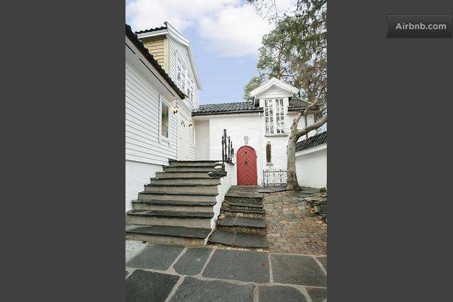 Entrance door - Bergen; beautiful & quiet apartment, sleeps 5 max - Bergen - rentals