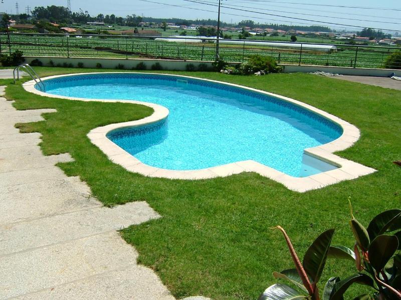 4bdr deluxe villa w/ exterior jacuzzi & nice pool - Image 1 - Povoa de Varzim - rentals