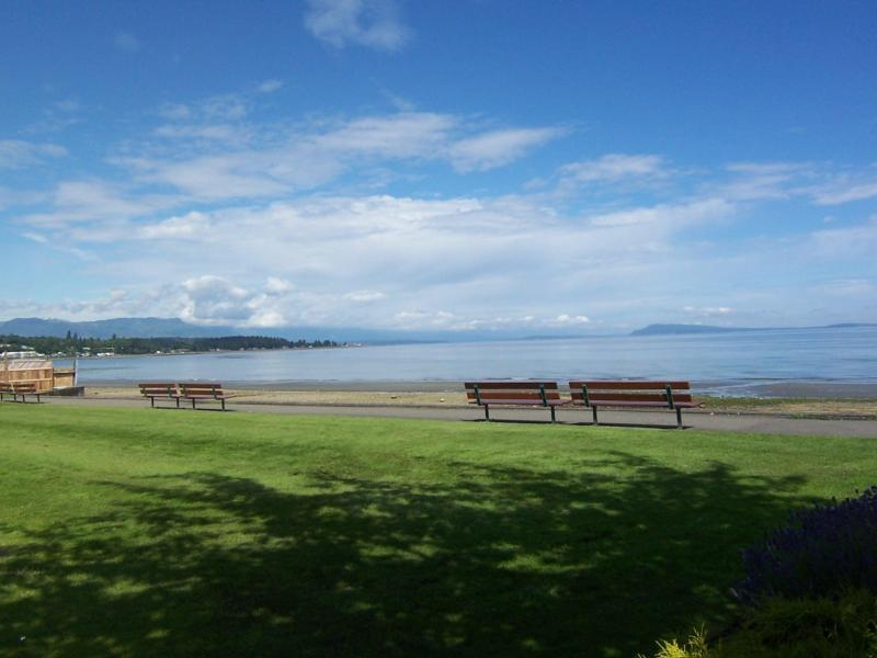 Imagine! Holiday right by Beach and Golf Course - Image 1 - Qualicum Beach - rentals