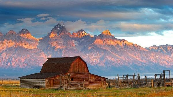 Mormon Row Historical barn, 3/4 mile behind our home - 2 Bedrm home in the heart of Grand Teton Nat. Park - Jackson - rentals