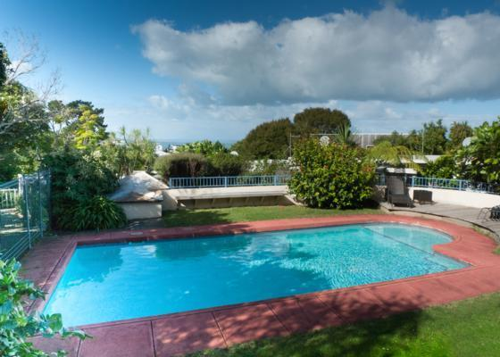 Outdoor swimming pool - Stylish holiday home in quiet and natural bush - North Shore City - rentals