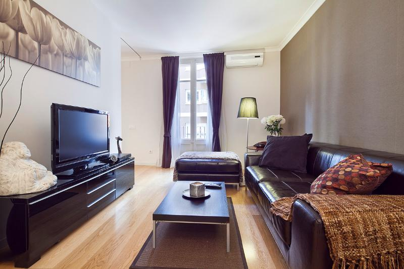 Living Room - Homearound Cozy Paseo de Gracia Apartment (2BR) - 20% OFF ON SPRING PROMOTION - Barcelona - rentals