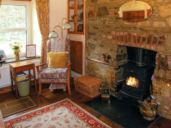 JOHNNY'S COTTAGE, woodburner, enclosed garden with stream in St. Clears, Ref 18894 - Image 1 - Saint Clears - rentals