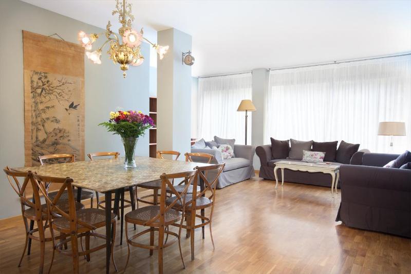 Lightfull Dining Room - Charming Spacious Flat.Seafront,Ciutadella & Borne - Barcelona - rentals