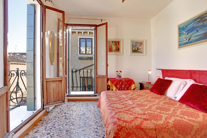 Apartment Terrazza with Canal view and terrace, near Casinò, Jewish Ghetto, 10 minutes walking to Rialto and 15 to San Marco - Image 1 - Venice - rentals