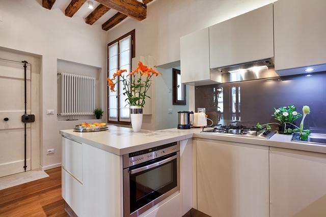 Kitchen with dish washer, American coffee maker, Italian moka, toaster. - Apartment Prestige , Dorsoduro near Campo Santa Margherita, canal view 2 bathroom, 2 bedroom - Venice - rentals