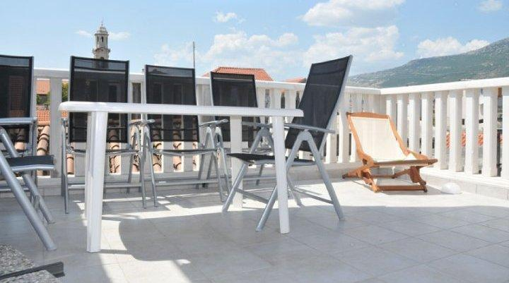Large Roof Terrace with Table & Chairs, Brick Barbecue and Panoramic Mountain Views - Luxury Stone House 30 Mtrs from Sea, Terrace, BBQ - Kastel Luksic - rentals