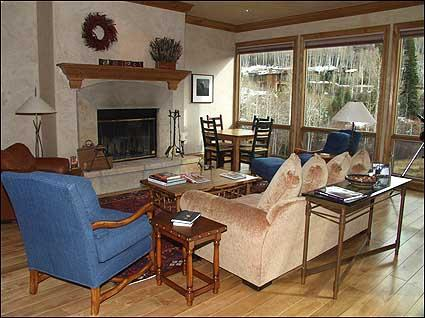 Spacious Living Room with Wood Burning Fireplace - Luxury Townhouse - Ski-in/Ski-out (2143) - Snowmass Village - rentals