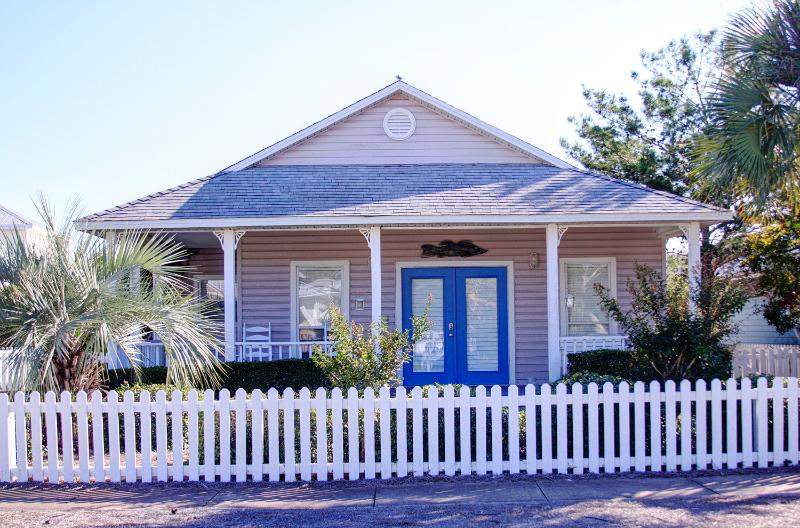 Periwinkle Cottage-3BR*Ck our May Rates**FREEFunPass!! Buy3Get1FreeThru5/26-Wlk2Bch - Image 1 - Destin - rentals