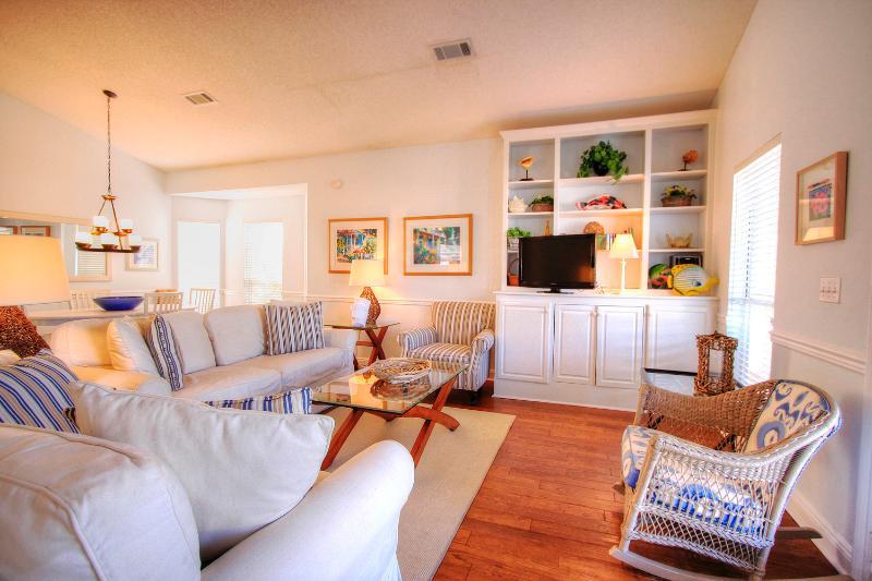 Periwinkle Cottage - Book Online! 3BR/2BA-4 Blocks to Crystal Beach! Community Pool! Buy 3 nights or more get 1 FREE thru Feb 2015! - Image 1 - Destin - rentals