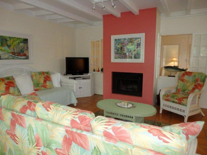 Spacious Living Room with Pull-Out Couch and Day Bed - Royal Palm at Siesta Pearl - Siesta Key - rentals