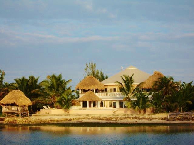 8 bedroom (4 bedrooms each level) - Casa Redonda Villa 8 bedroom/5 baths Oceanfront - San Pedro - rentals