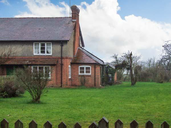 COOKS GREEN COTTAGE, pet-friendly, woodburner, enclosed large garden, near Gloucester, Ref 22106 - Image 1 - Heart of England - rentals