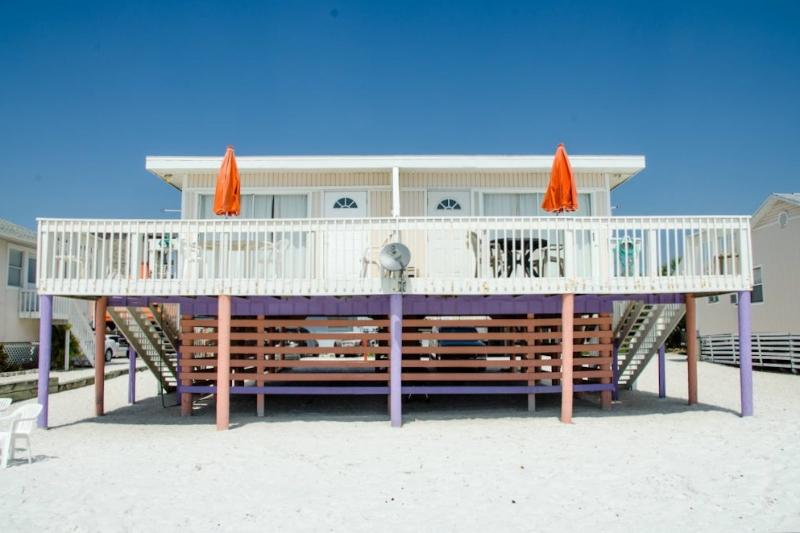 Charming Beach Front Duplex - Beachfront, Sunsets, Restaurants, Shopping - Fort Myers Beach - rentals