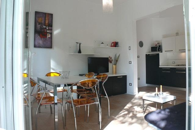 Charming apartment in villa near the beach - Image 1 - Milano Marittima - rentals