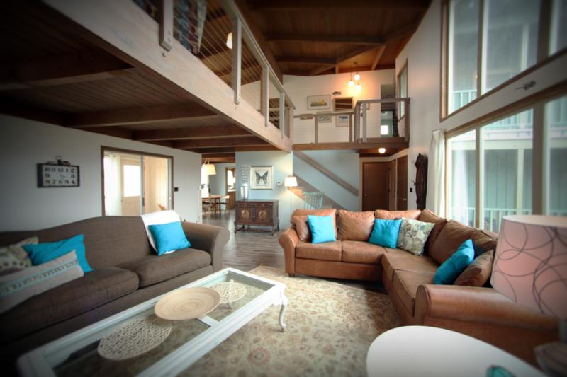 Downstairs Living Room - Large Beach House, Sits Right on a Sandy Beach! - Waldport - rentals