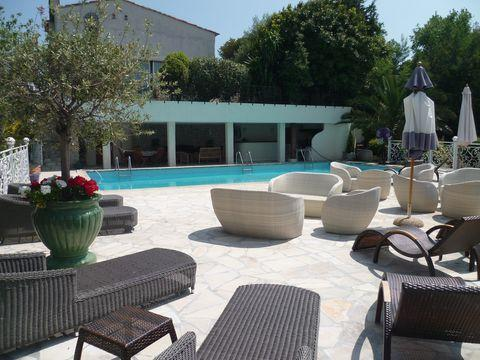 6 bedroom luxury vacation villa rental with pool and sea view in Super Cannes - Image 1 - Cannes - rentals