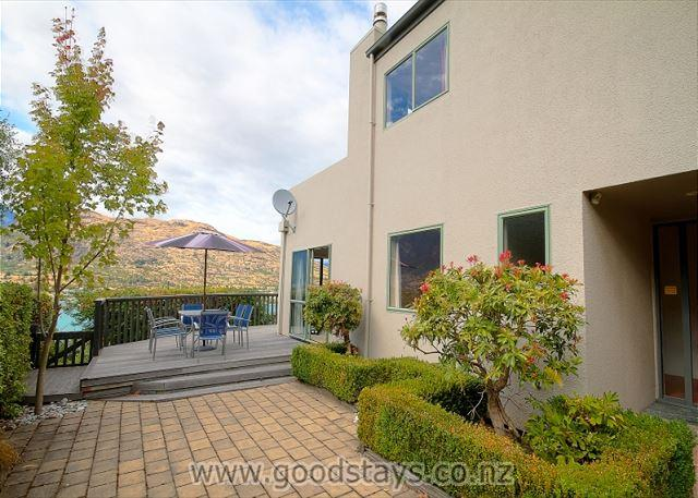 Comfortable, well-equipped holiday home with majestic views. - Image 1 - Queenstown - rentals