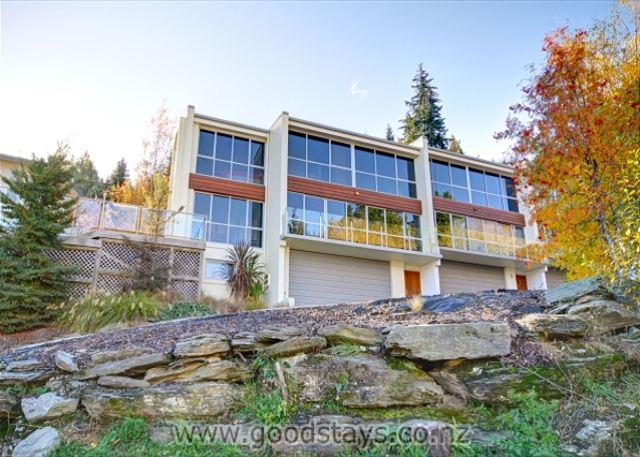 Contemporary, spacious apartment with spa deck overlooking Queenstown Bay - Image 1 - Queenstown - rentals