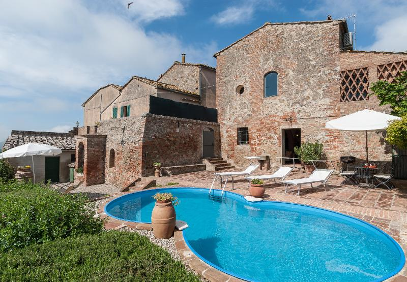 House and pool - Cozy 3 Bedroom Countryside House with Pool and Wifi - Siena - rentals