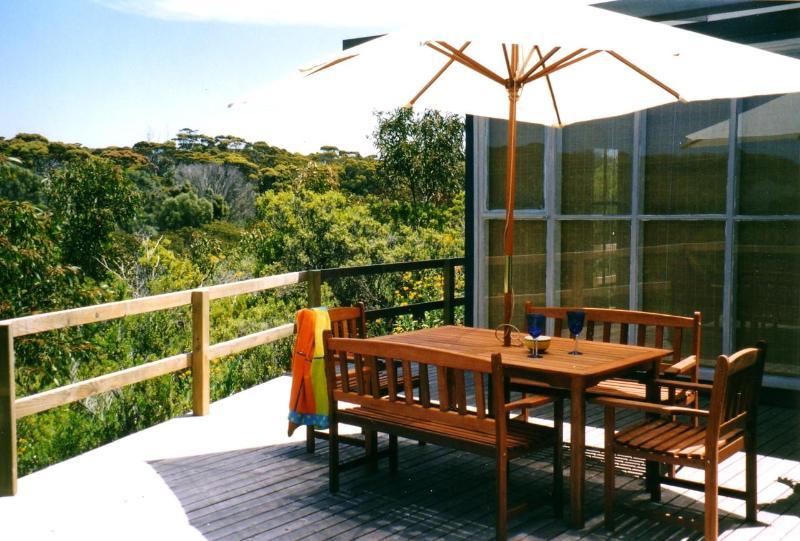 Front entertaining deck with bushland views - The Cheeky Wren, Island Beach, Kangaroo Island - Kangaroo Island - rentals