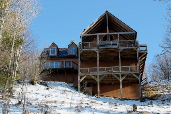 Ski Lodge. 40 MILE VIEW!!!! FALL COLORS SPECTACULAR. KING MASTER. WOOD BURNING FP. LOOKS OUT AT SKI SLOPE - Image 1 - Burnsville - rentals