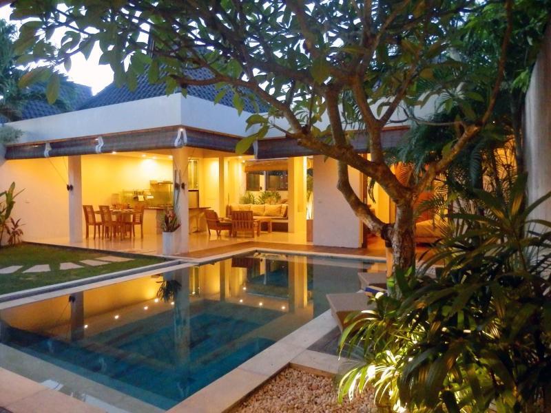 Villa on Sunset Time. - Heart of Seminyak,5min walk Beach&3min Supermarket - Seminyak - rentals