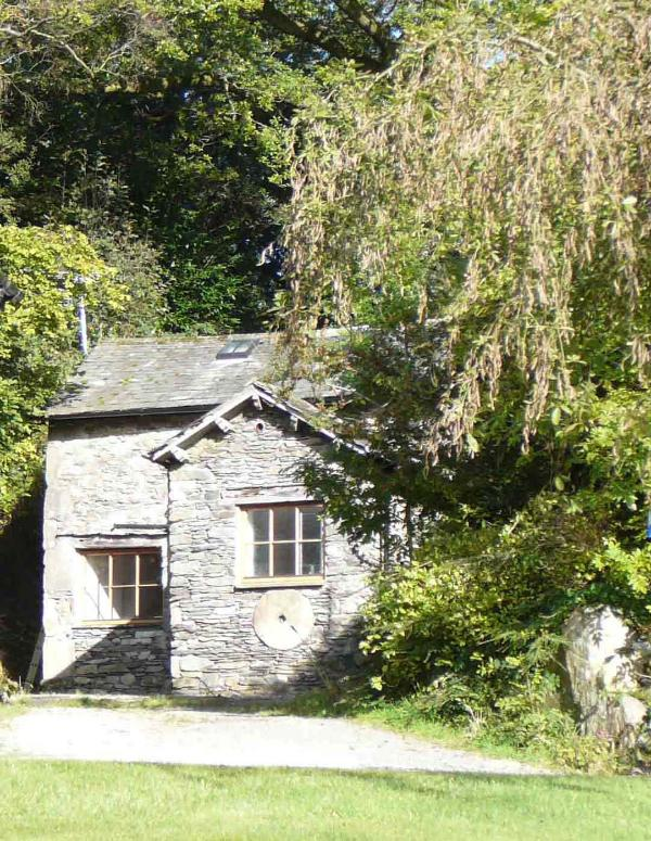 Broughton Bank Cottage from the south - Broughton Bank Cottage,Cartmel, in woodland garden - Cartmel - rentals