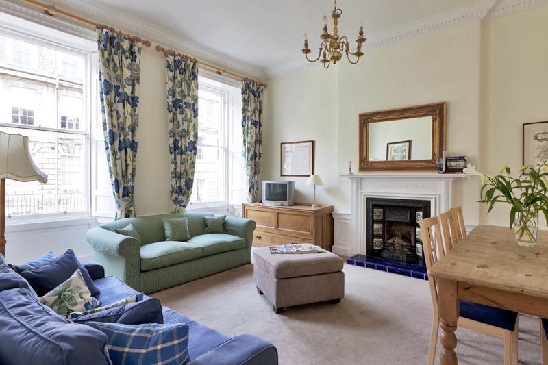 Sitting Room - Stunning 2 Bed Apartment in Edinburgh City Centre - Edinburgh - rentals