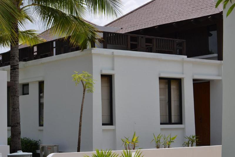 Modern Thai style. Rooftop deck over looking the beach. - Luxury 3BR beach home on quiet sandy beach - Rayong - rentals