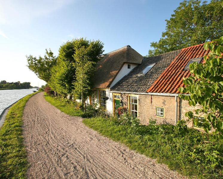 Front side B&B - Romantic B&B on a unique location - Schipluiden - rentals