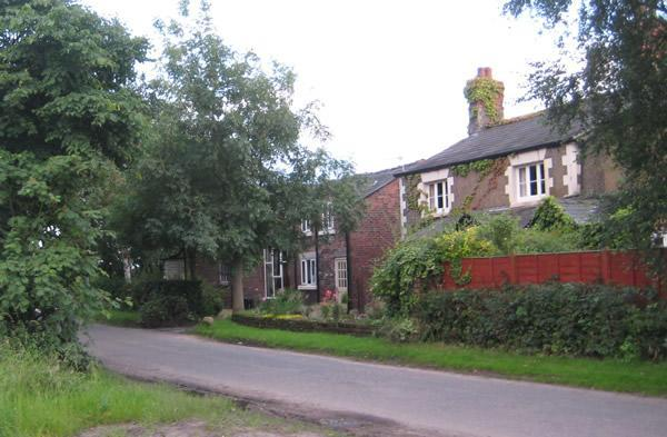 Approach to Martin Lane Farm - The Granary, cosy country cottage sleeps 6 people - Ormskirk - rentals