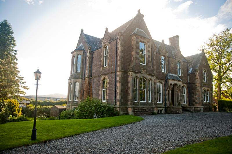 The Famous Apartment - Image 1 - Crieff - rentals