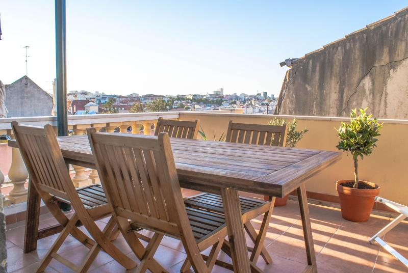 Terrace and View - Lovely Terrace in the Castle Area - 3 Bedroom Apar - Lisbon - rentals