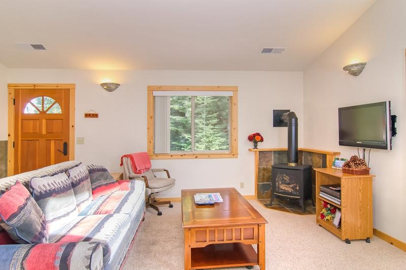 Living Room - Tahoe Donner Home, beautiful condo with amenities! - Truckee - rentals