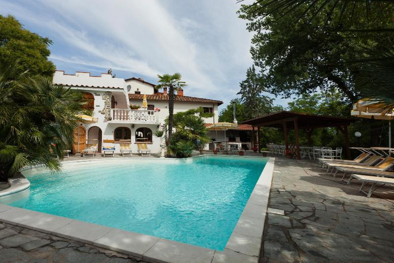 Il Castellino with bar, pool and Mediterranean garden - Luxury apartment on Picturesque Tuscan estate - Quota - rentals