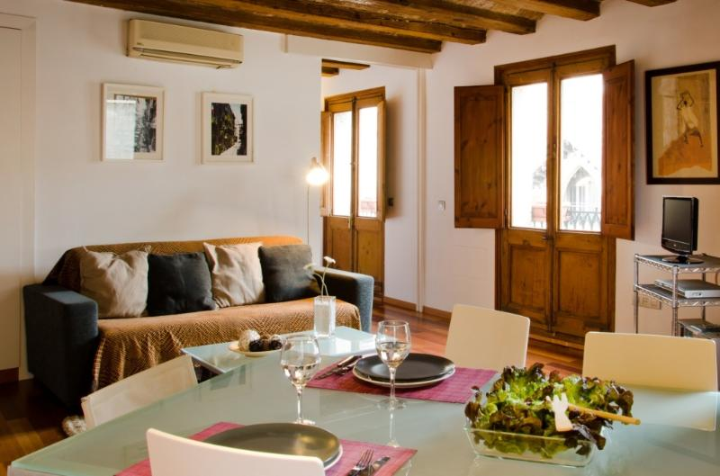 Charming apartment  in Gòtic - Barri Gòtic Barcelona 36 - managed by travelingtolisbon - Image 1 - United States - rentals