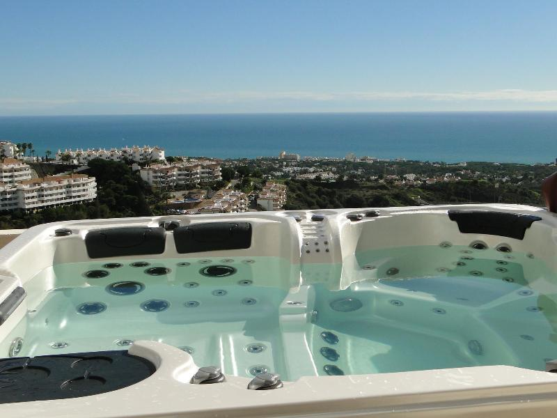 Jacuzzi and view - Nueva Calahonda 4,Penthouse with private Jacuzzi - Sitio de Calahonda - rentals