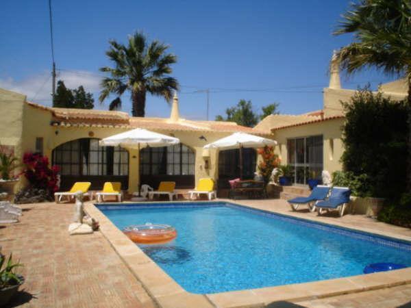 Elegant 3 bdr villa with nice mature gardens - Image 1 - Carvoeiro - rentals
